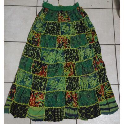 Patchwork jellegű hosszú szoknya zöld-világoszöld-fekete színekben