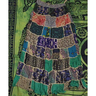 Patchwork jellegű hosszú szoknya zöld, lila, fekete színekben