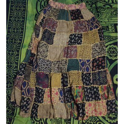 Patchwork jellegű hosszú szoknya mustár, fekete, kék, zöld színekben