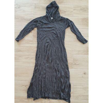 Vékony anyagú fekete kapucnis hosszú ujjú oldalt nyitott ruha