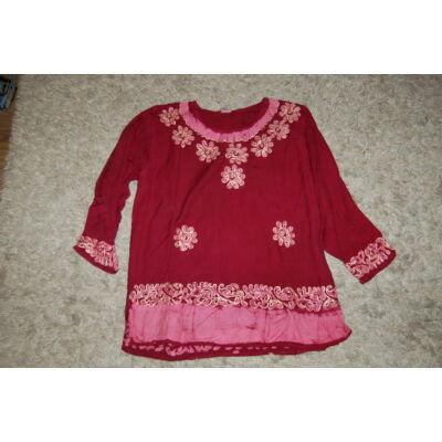 Női batikolt, hímzett háromnegyedes ujjú blúz bordó színben