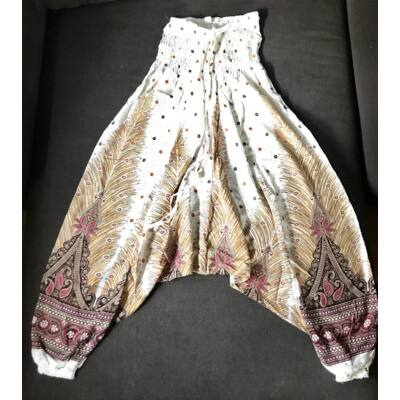 Buggyos Aladdin nadrág fehér mély ülepű pávatoll mintázattal
