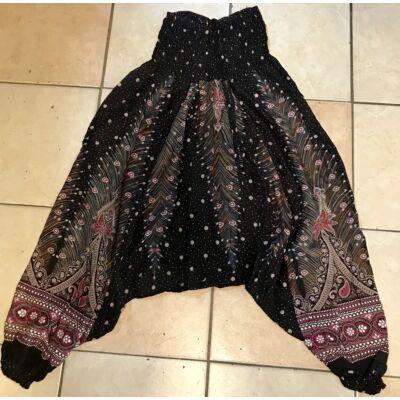Buggyos Aladdin nadrág fekete alapon mélyülepű fehér-bordó pávatoll mintázattal