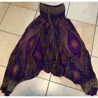 Buggyos Aladdin nadrág mély lila alapszínű mély ülepű pávatoll és szemek mintázattal