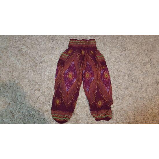Bordó alapszínű buggyos nadrág pávatoll mintázattal
