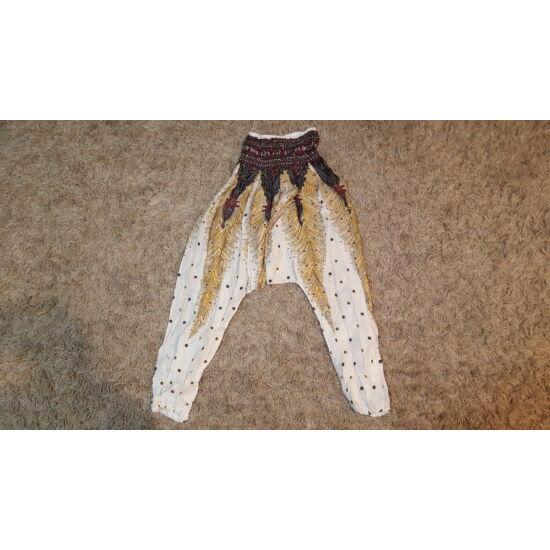 Fehér alapszínű mély ülepű nadrág pávatollszerű mintázattal