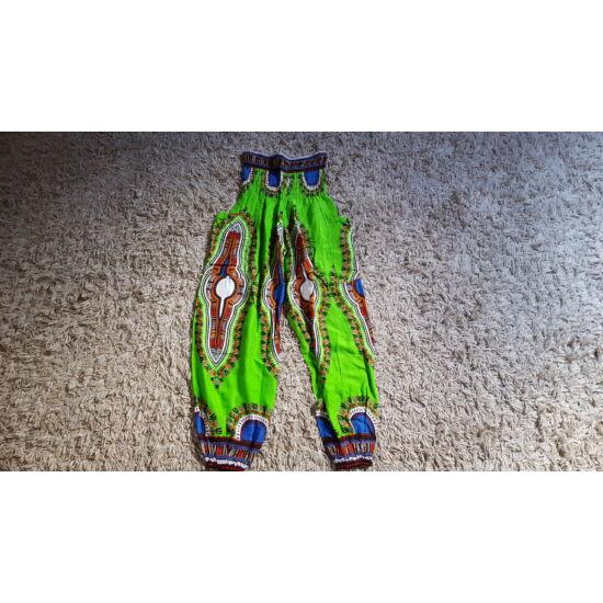 Világoszöld bő fazonú hárem nadrág kontrasztos mintázattal