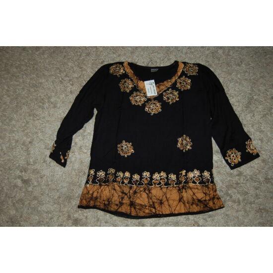 Női batikolt, hímzett háromnegyedes ujjú blúz fekete színben