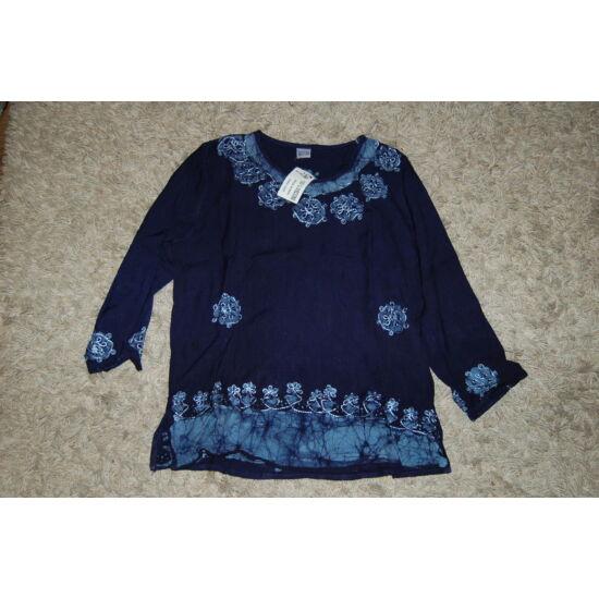 Női batikolt, hímzett háromnegyedes ujjú blúz kék színben