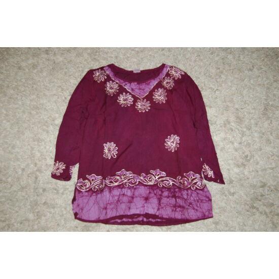 Női batikolt, hímzett háromnegyedes ujjú blúz lila színben