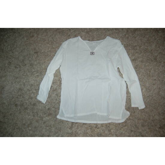 Hosszú ujjú thaiföldi ing fehér színben V kivágással