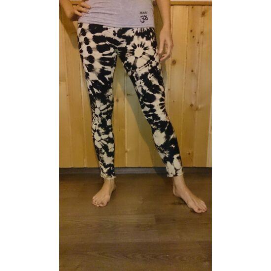 SURE DESIGN legging fekete-fehér színben