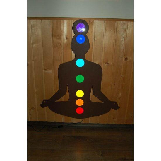 Meditáló ember ledvilágítással