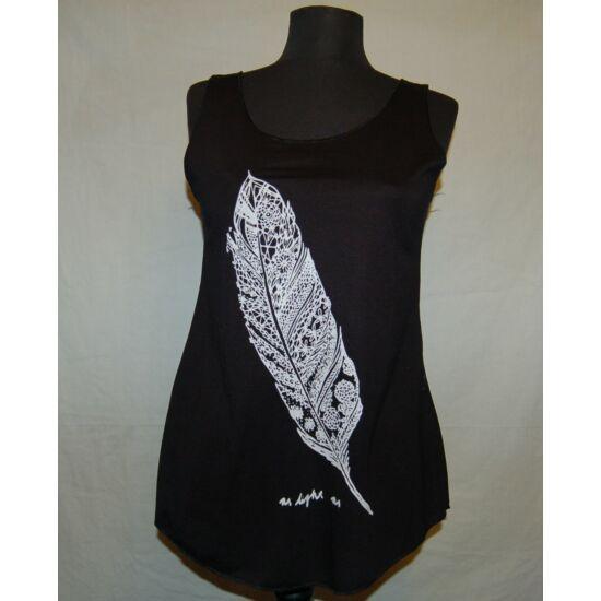 Sure Design bővülő fazonú trikó toll rajzolattal fekete színben