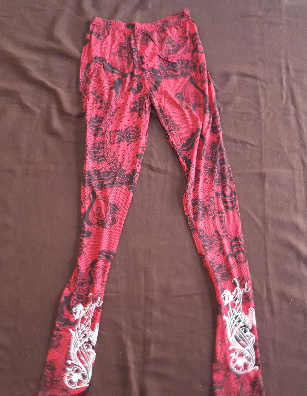 12763ac29f Hosszú legging piros-fekete csipke mintázat - Jóga legging - Különleges  hangszerek és ezoterikus termékek - Spirihangszer